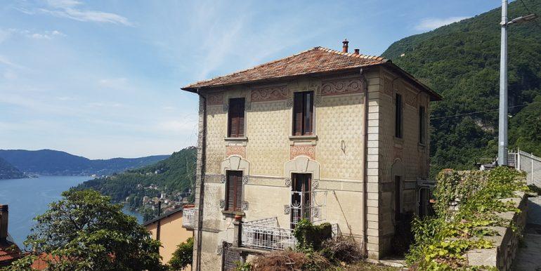 Moltrasio in period villa with garden and lake view