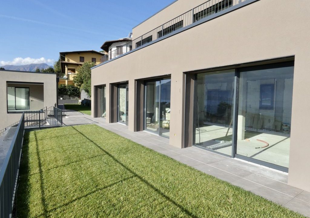 Apartments  Residence with Swimming Pool Lake Como Gera Lario near the beach