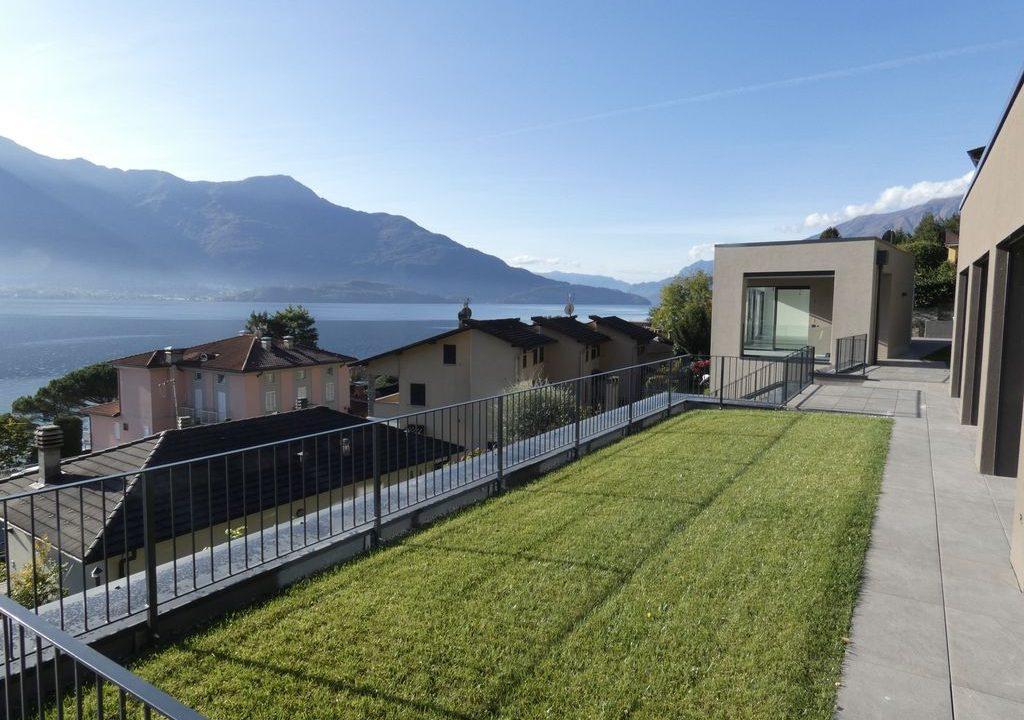 Apartments  Residence with Swimming Pool Lake Como Gera Lario  - garage