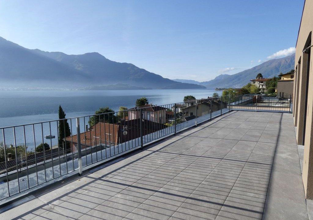 Apartments  Residence with Swimming Pool Lake Como Gera Lario  - terrace