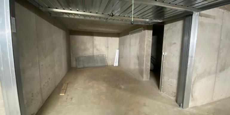 Apartments Residence with Pool Vercana Lake Como -garage