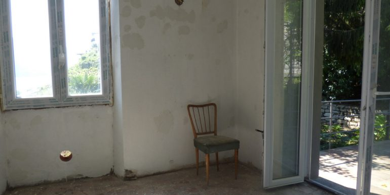room with door to the terrace - Argegno