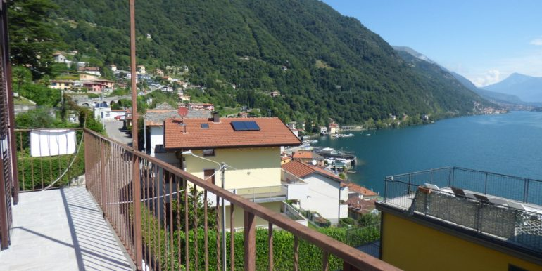 Argegno apartment -  balcony and view