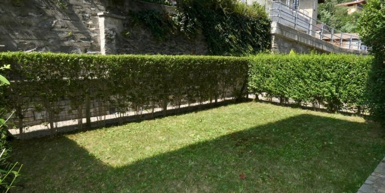 Apartment with Terrace and Lake View Gera Lario - garden