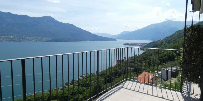 Apartment with Terrace and Lake View Gera Lario with garden