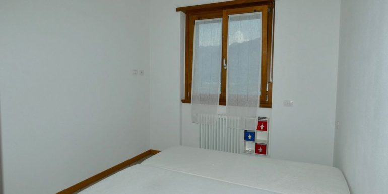 Apartment with Terrace and Lake View Gera Lario - double bedroom