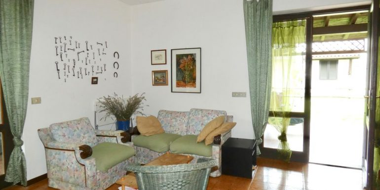 Apartment Domaso - living area with fireplace