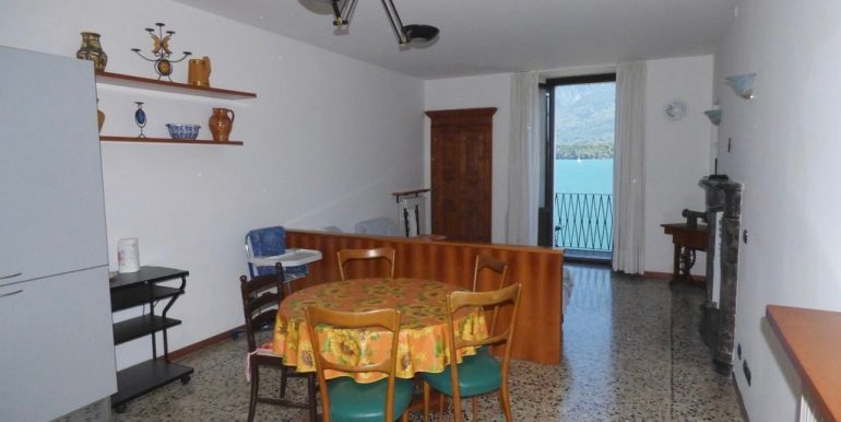 Domaso Apartment with fireplace