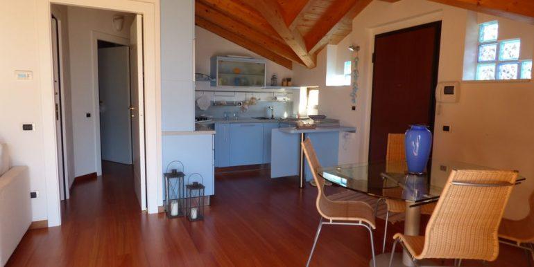 Apartment Domaso wooden beams at sight