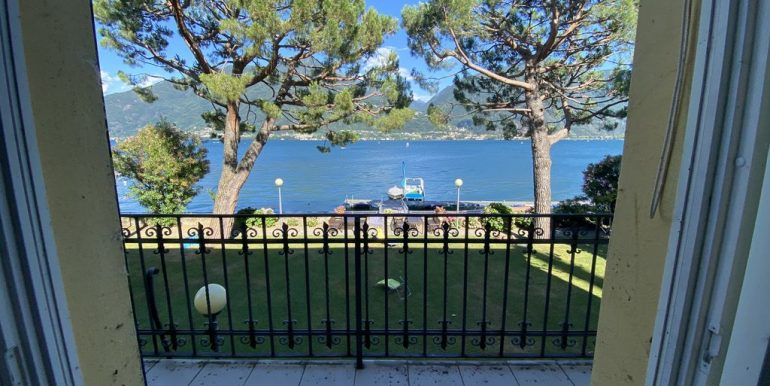 Apartment with Balcony Front Lake Cremia - balcony