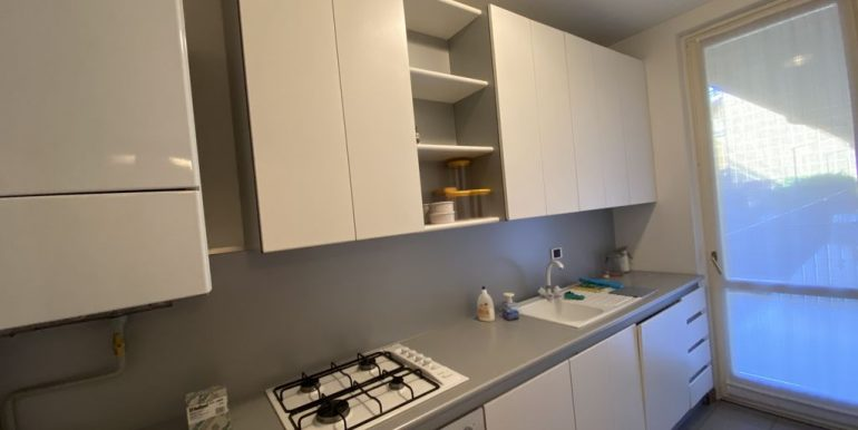 Apartment with Balcony Front Lake Cremia - kitchen