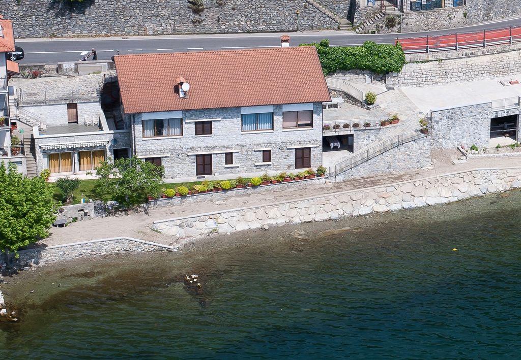 Lake Como Apartment Directly on the Lake Gera Lario