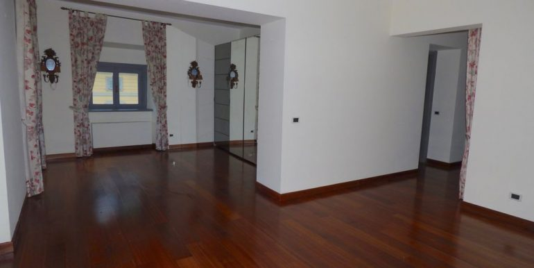 Apartment Torno with 3 bathrooms