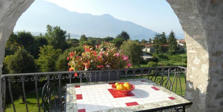 Apartment Gera Lario with Garden lake views