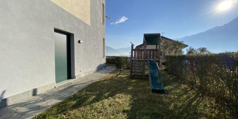 Lake Como Apartment with Swimming Pool Gera Lario  - car park