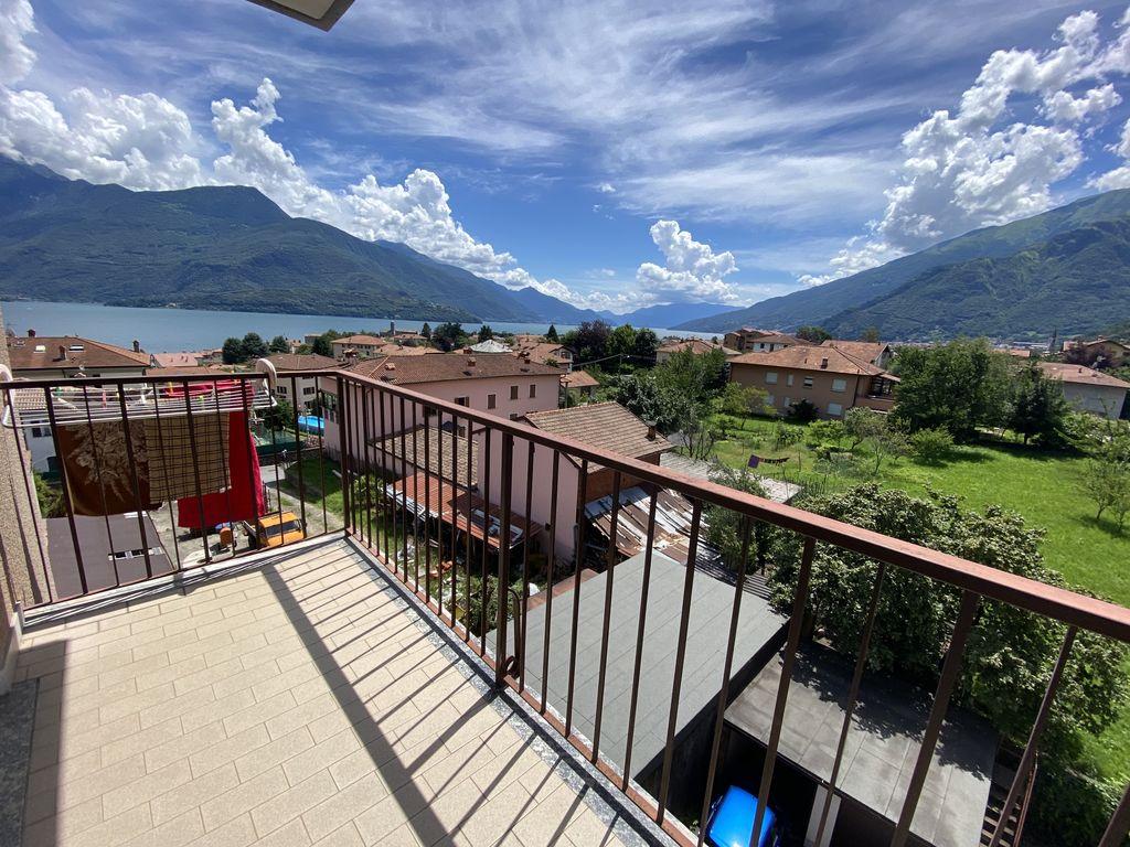 Apartment Gravedona ed Uniti with Terrace and Lake View