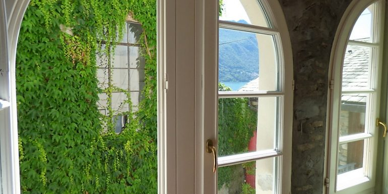 Lake Como Brienno - windows