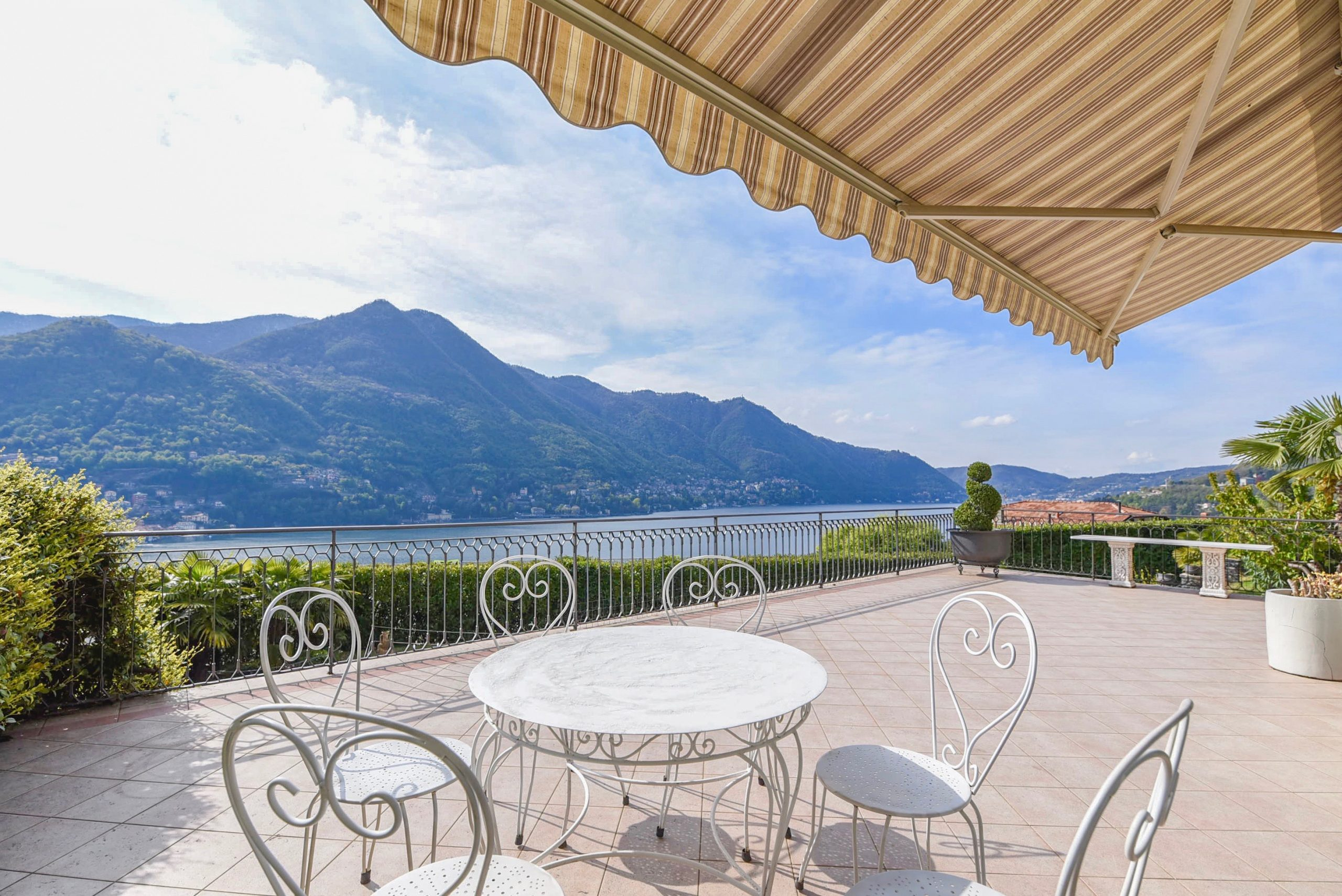 Lake Como Moltrasio Apartment with Pool - terrace