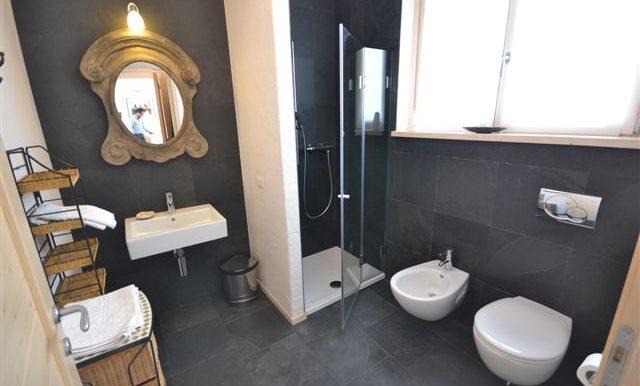 Bathroom with shower - Lake Como apartment in Pianello
