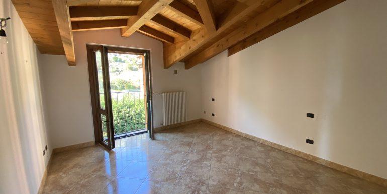 Apartment San Siro Lake Como - wooden beams at sight