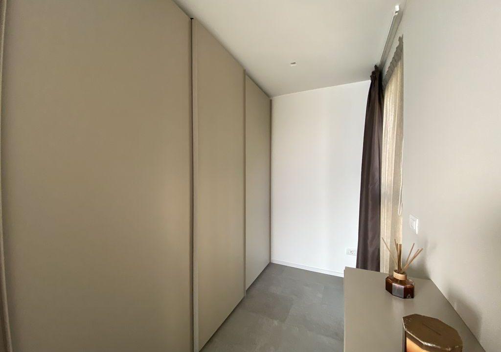 Lake Como Vercana Luxury Apartment with Terrace - walk-in-wardrobe