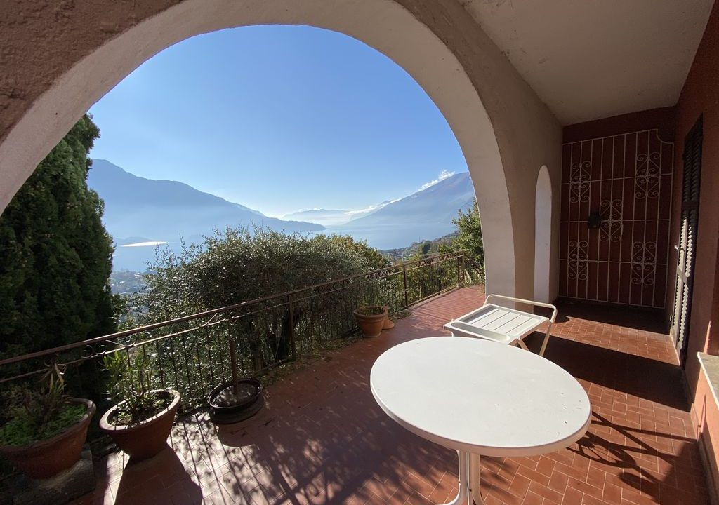 Lake Como Domaso Apartment with Swimming Pool - porch