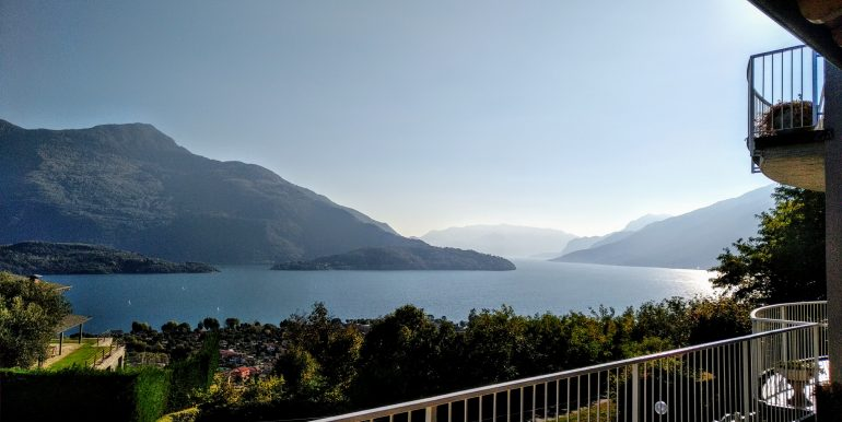 Apartment with Terrace and Lake View Domaso - 1,5 km from the lake