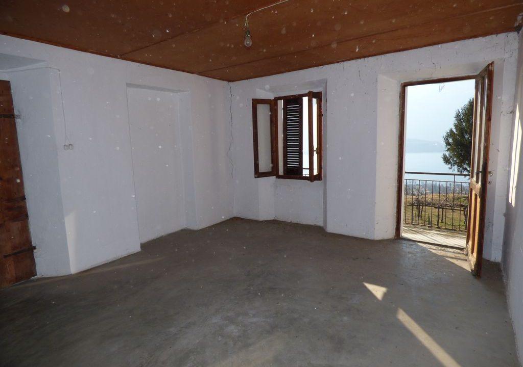 Apartment Vercana with balcony
