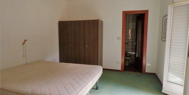 Argegno Apartment set on two levels - Double bedroom