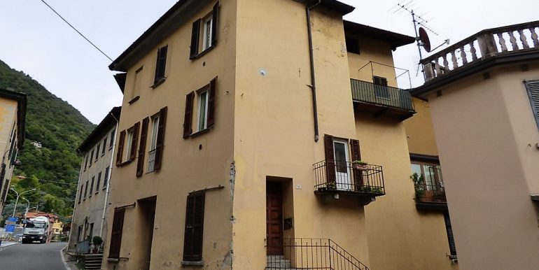 Argegno - set on two levels with balcony and lake view