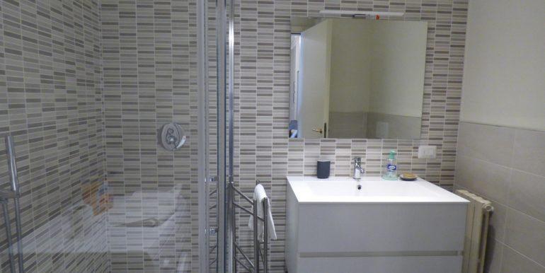 Menaggio - bathroom in luxury apartment