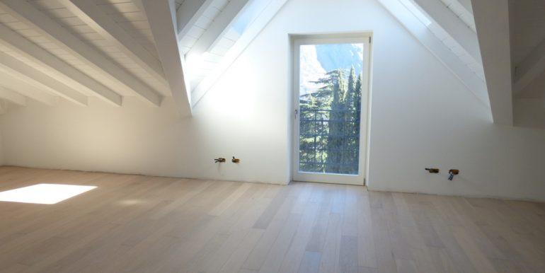 Mezzegra Apartments - Attic with lake view