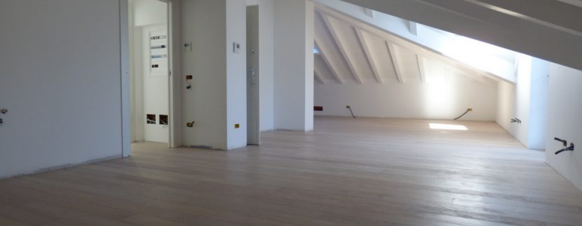Mezzegra Apartments - Attic