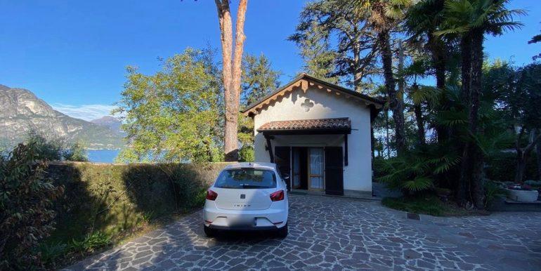 Bellagio Front Lake Villa with Garden  - parking