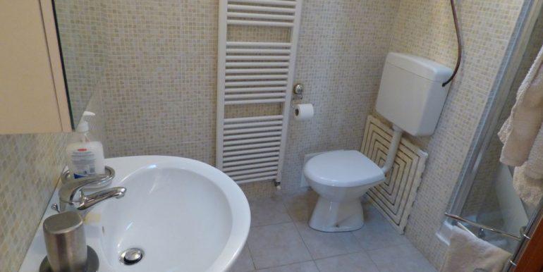 Lake Como Blevio House - bathroom with shower