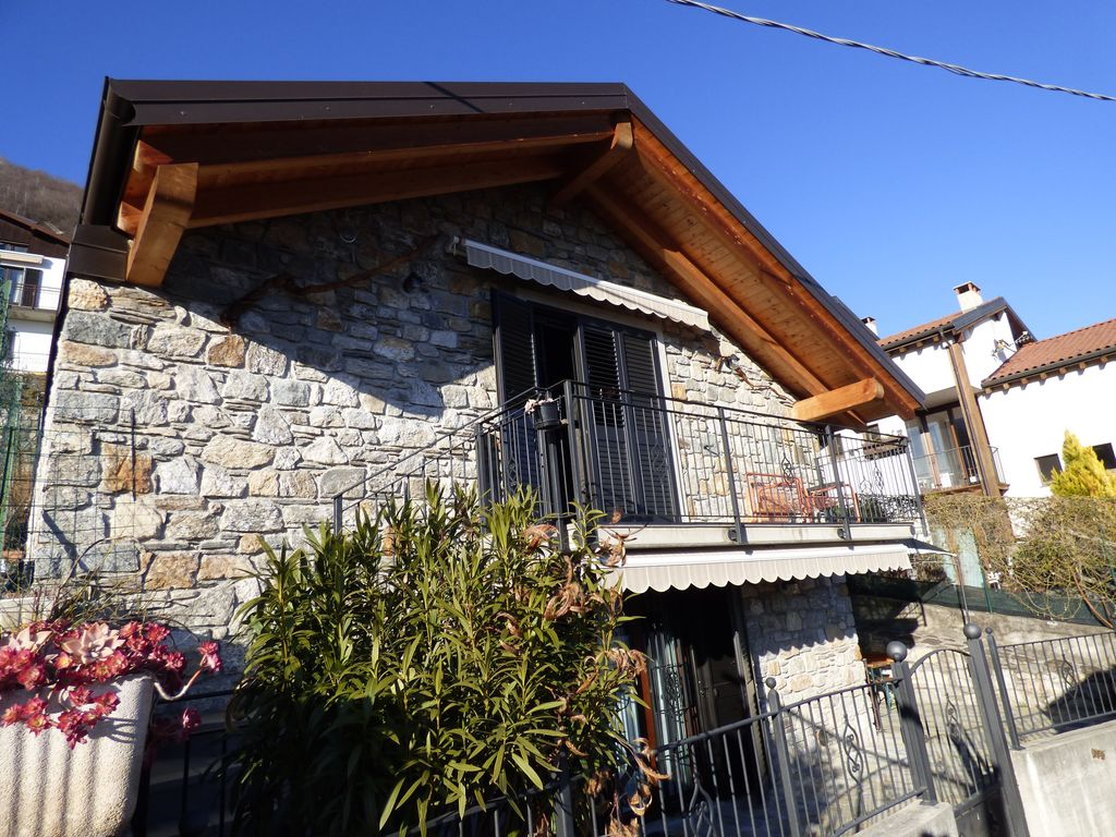 Renovated House Gera Lario with Lake View