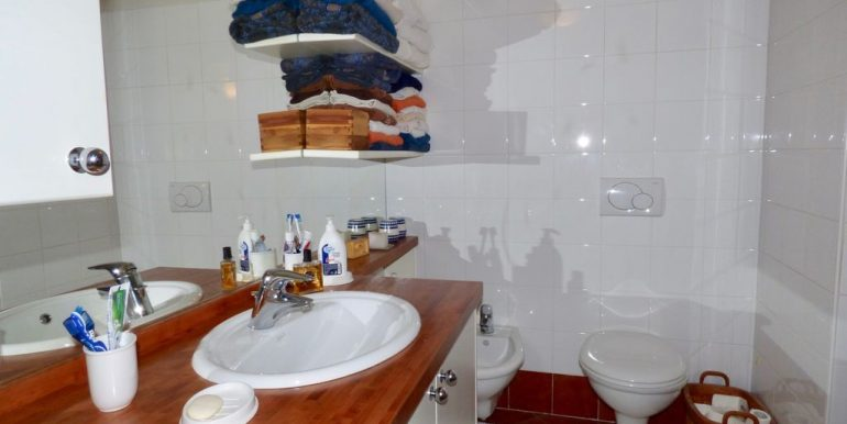 Lake Como Domaso Stone House - bathroom