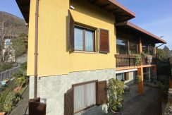 Detached House Gera Lario with 2 Apartments - entrance