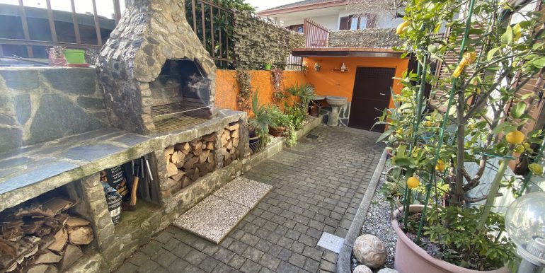 Detached House Gera Lario with 2 Apartments