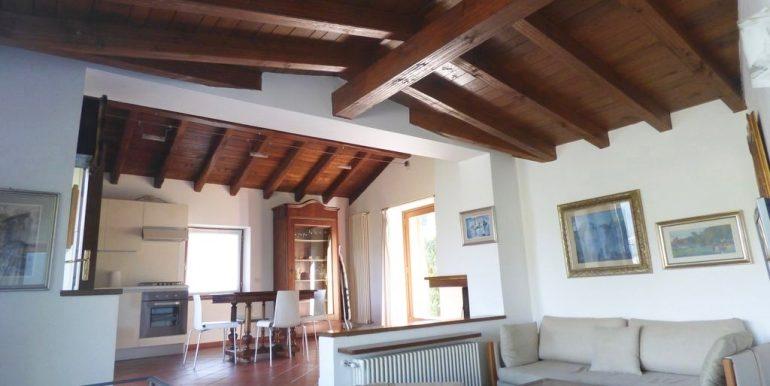 Villa Lake Como Menaggio wooden beams at sight