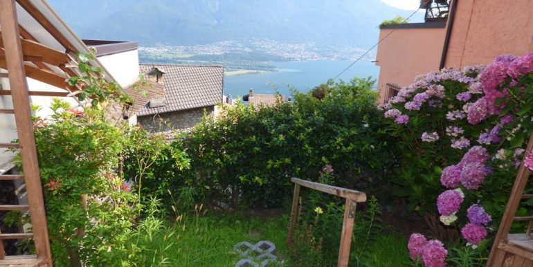 Gera Lario Detached House with Garden and views