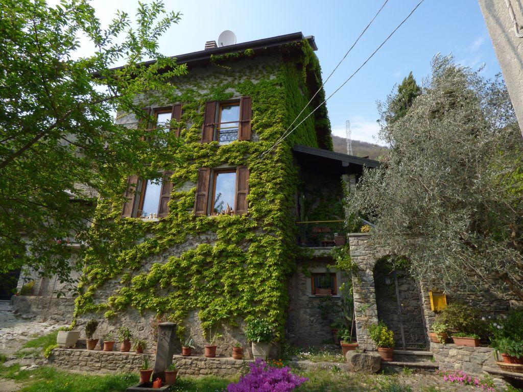 Renovated House with Garden Vercana – Lake Como