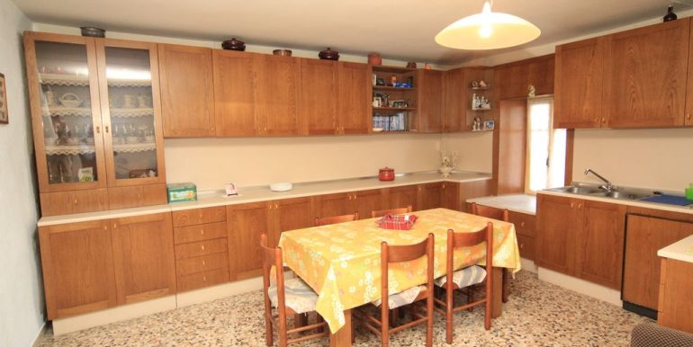 House with 2 Apartments Domaso Lake Como - wide kitchen