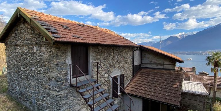 House with 2 Apartments Domaso Lake Como with cellars and attic