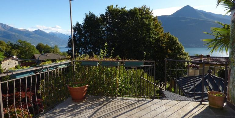Renovated Rustico Cremia with lake view and garden