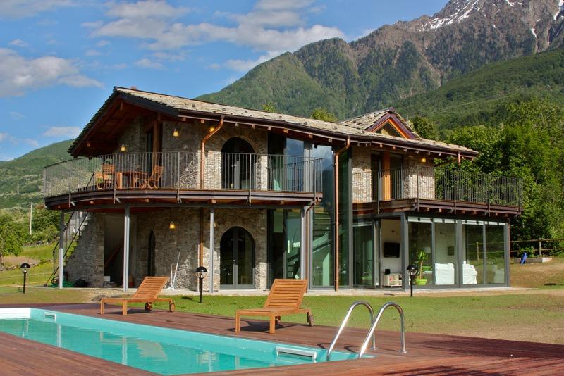Lake como colico villa with swimming pool and garden for Piani di casa del vecchio mondo
