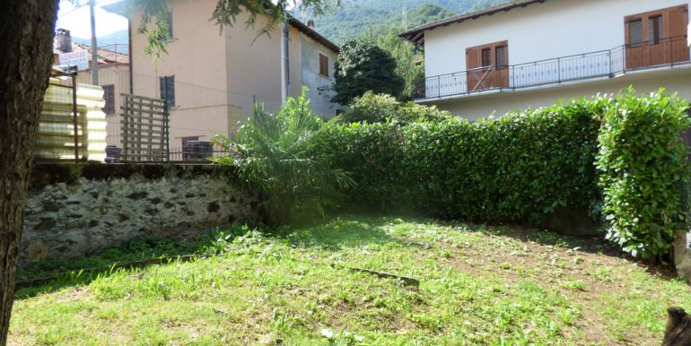 House Cremia with garden