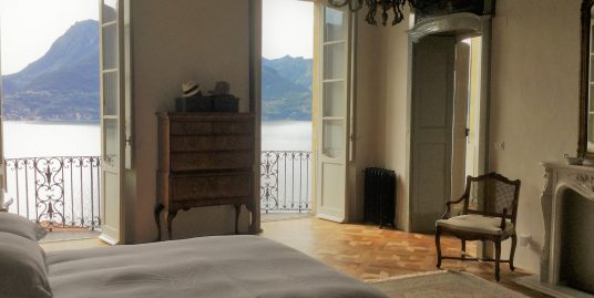 Lake Como San Siro Apartment in period villa with lake view