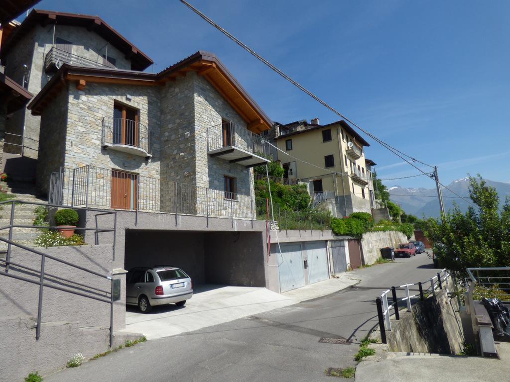 House Pianello del Lario with garden and lake view