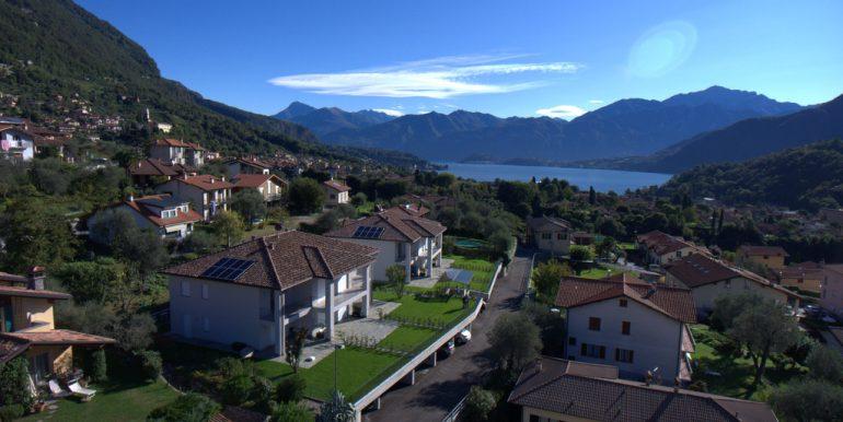 Lake Como - lake and mountain views